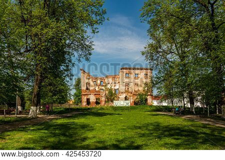 Ruin Of The Main House In The Park-estate Belkino: Obninsk, Russia - May 2021