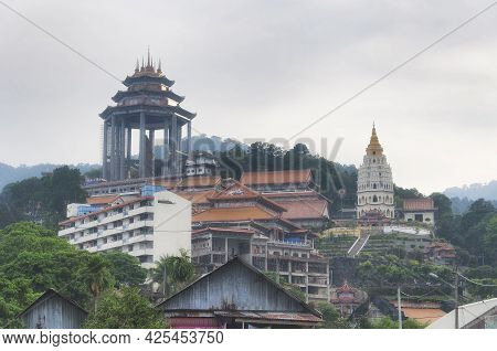 The Historic Pagoda Of A Thousand Buddhas And Various Architecture At The Kek Lok Si Temple In Penan
