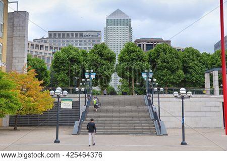 London, Uk - July 8, 2016: People Visit Canary Wharf Modern Area In London, Uk. Canary Wharf Is Lond