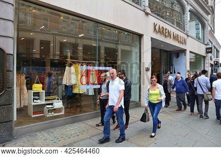 London, Uk - July 9, 2016: People Shop At Sloane Street In London. Sloane Street Is Located In Royal