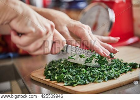 When Preparing Swiss Chard Using Recipe From The Internet, The Chef Cuts The Swiss Chard Into Small