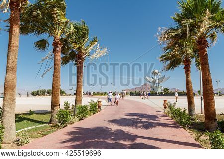 Sharm El Sheikh, Egypt - June 3, 2021: Palm Trees With Monument On Peace Square In Sharm El Sheikh C