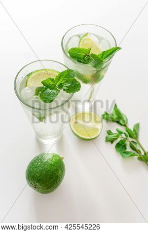 Gin Tonic Mojito Glass Coktail Water Ice Lime Mint Table Drink