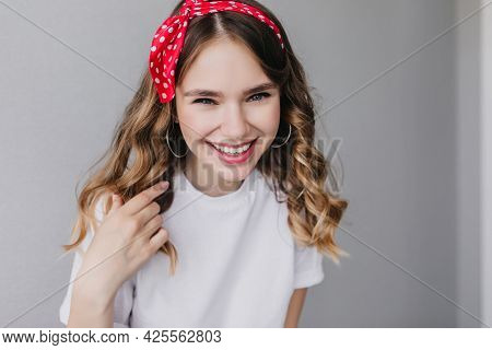 Refined Caucasian Girl Laughing To Camera During Indoor Photoshoot. Amazing Good-humoured Lady With