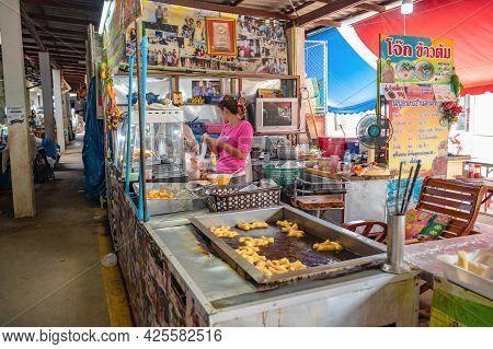 Loei-thailand-24 Oct 2020:famous Stuffed Chinese Donut Street Restuarant At Chiangkhan Loei City Tha