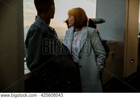 Couple dating at the Griffith Observatory in Los Angeles, USA