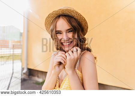 Ecstatic Girl With Dark Wavy Hair Smiling To Camera. Outdoor Photo Of Good-humoured Lady In Hat Stan