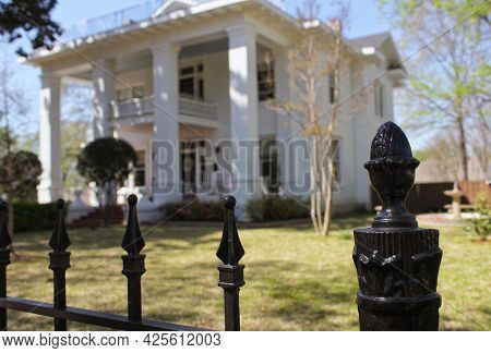Historic Colonial Style Mansion In Rural East Texas