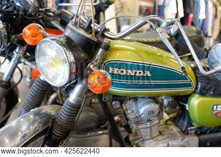 Sète , Ocitanie France  - 06 30 2021 : Honda 125 Ancient Collector Logo And Text Sign On Motorcycle