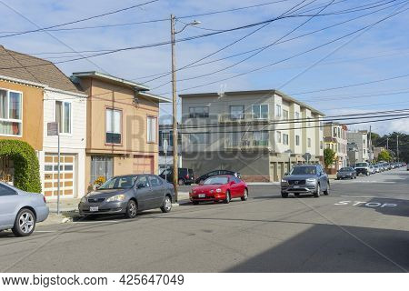 San Francisco,california - April 27, 2018 : Street View Of Building And Atmosphere Of Outer Sunset D