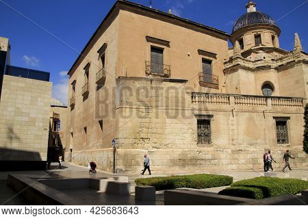 Elche, Alicante, Spain- July 2, 2021: Santa Maria Church And Santa Isabel Square In Elche On A Sunny