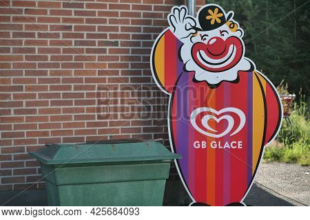 Bjorkvik, Sweden - Juli 3, 2021: Huge Plastic Clown Figure Advertising Ice Cream. Gb Glace