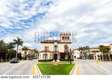 Palm Beach, Florida Usa - March 21, 2021: Mansion Building On Crossroad. Palm Beach Town Hall