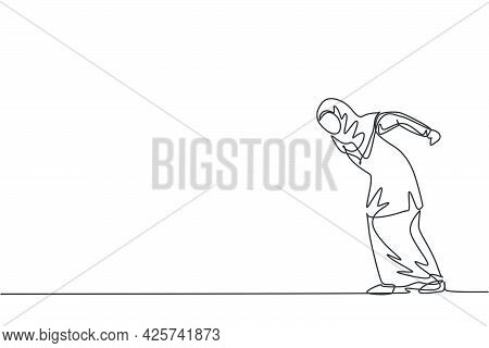Single Continuous Line Drawing Of Young Angry Female Arab Entrepreneur Make Butting Gesture Ready To