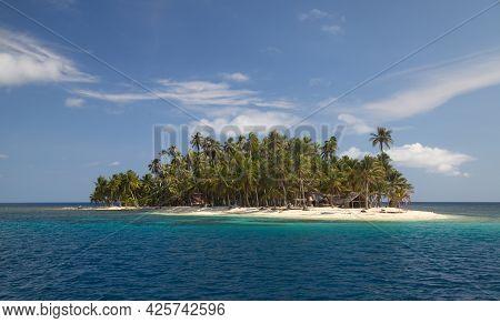 Postcard Picture Of Idyllic Island Paradise With Palm Trees In San Blas Islands, Panama.