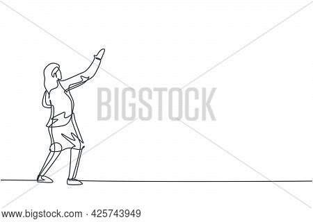 Continuous One Line Drawing Of Young Female Entrepreneur Pose To Write Sales Report On The Wall. Suc