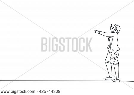Single Continuous Line Drawing Of Young Female Manager Pointing Finger To Manage Her Employee. Profe