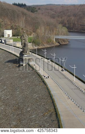 Jalhay, Belgium: 15 April 2021: View Of The Road Which Crosses The Gileppe Dam And Gileppe Lake In W