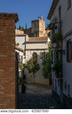 Granada, Spain - August 30, 2020: Typical White Streets In The Historic Neighborhood Of Albaicin In