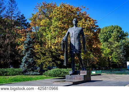 Bucharest, Romania, 1 November 2020: Charles De Gaulle Statue And Large Green And Yellow Trees At Th
