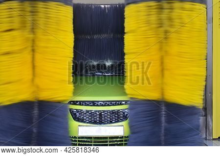 Automatic Car Wash With Washable Wet Green Car