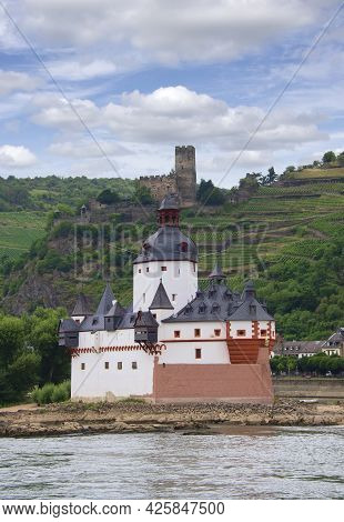 Kaub, Germany - July 16, 2017: The Pfalzgratenstein Castle On The Rhine River In Germany. The Castle
