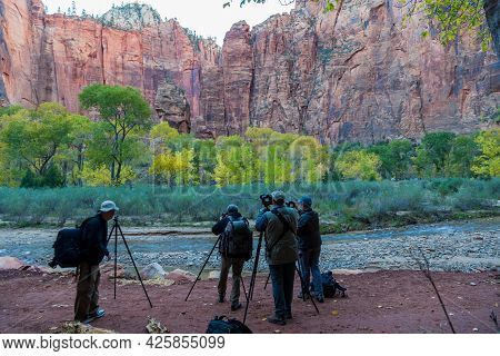 Zion National Park, Utah / Usa - November 4, 2014:  A Group Of Photographers On The Bank Of The Virg