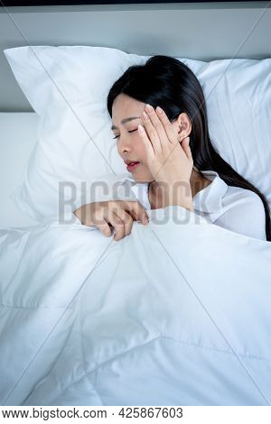 Top View Images, Asian Attractive Woman 25 Year Old, Lying In Bed And Having Headache, Onset Of Flu