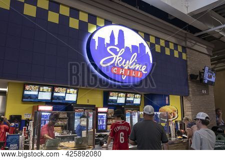 Cincinnati - Circa July 2021: Skyline Chili Walk Up Restaurant. Skyline Chili Is A Chain Of Cincinna