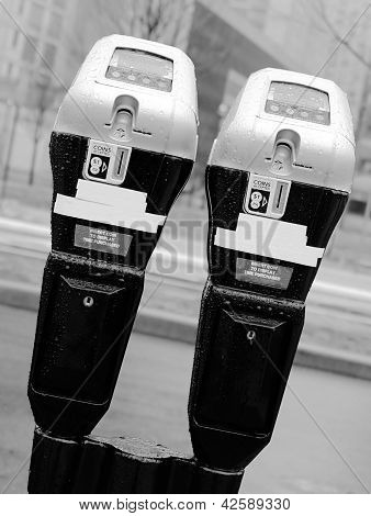 Paired parking meter