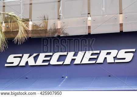 Toulouse , Ocitanie France  - 06 30 2021 : Skechers Logo Brand And Text Sign Front Of Athletic Footw