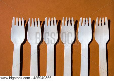 Eco Friendly Fast Food Containers. Wooden Forks. Eco Friendly Disposable Tableware. Used In Fast Foo
