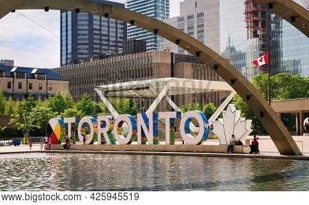 Toronto, Canada - 06 05 2021: Summer View On New Toronto Sign Behind Fountain In The Heart Of Toront
