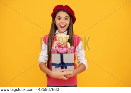Amazed Child Has Birthday. Teenage Beauty Go Shopping. Tween And Youth. Purchase A Gift.
