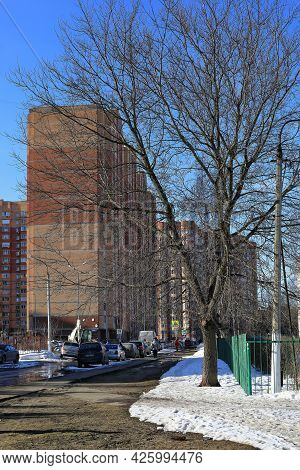 Balashikha, Russia - March 19, 2021. Street In The Residential Area On The Spring Sunny Day. Snow Me