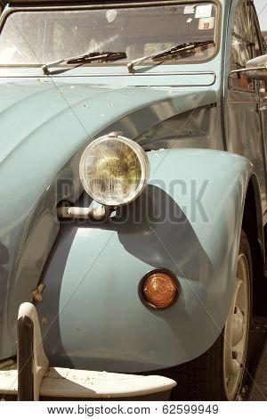 The front of an old car (Citroen 2CV)