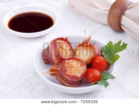 Bacon Wrapped Scallops And Sauce