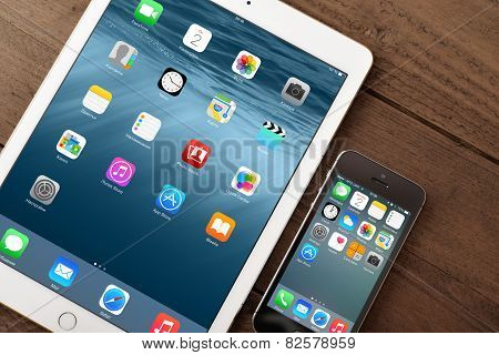 Apple Iphone 5S And Ipad Air 2