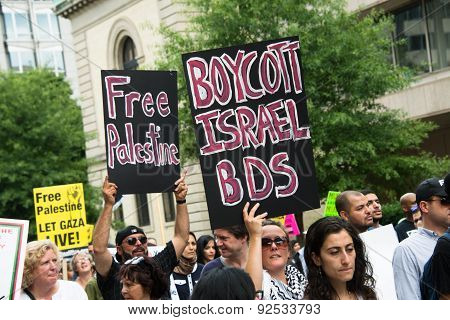 'Free Palestine' and 'Boycott Israel BDS' protest signs