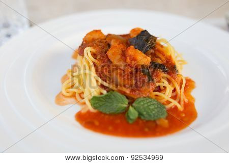 The hot and spicy spaghetii have pork.