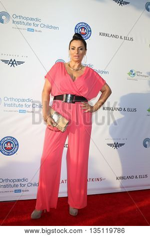 LOS ANGELES - JUN 18: Alice Amter at the Stand For Kids Gala at the Twentieth Century Fox Studios Lot on  ,  June 18, 2016 in Century City, CA