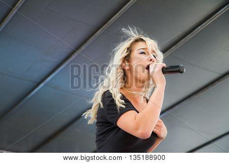 Boise, Idaho/usa - June 20, 2016: Close Up Shot Of Darian Renee While Performing At The Boise Pridef