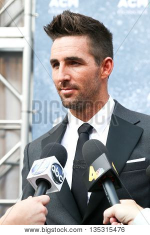NASHVILLE, TN-SEP 1: Jake Owen attends the 9th Annual ACM Honors at the Ryman Auditorium on September 1, 2015 in Nashville, Tennessee.