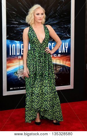 LOS ANGELES - JUN 20:  Maika Monroe at the Independence Day: Resurgence LA Premiere at the TCL Chinese Theater IMAX on June 20, 2016 in Los Angeles, CA