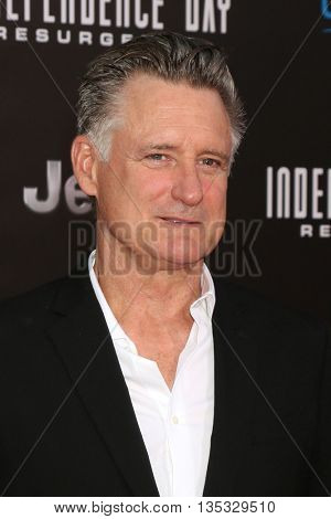 LOS ANGELES - JUN 20:  Bill Pullman at the Independence Day: Resurgence LA Premiere at the TCL Chinese Theater IMAX on June 20, 2016 in Los Angeles, CA