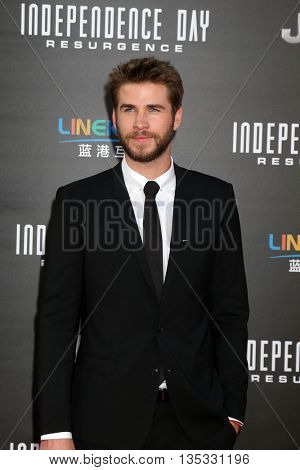 LOS ANGELES - JUN 20:  Liam Hemsworth at the Independence Day: Resurgence LA Premiere at the TCL Chinese Theater IMAX on June 20, 2016 in Los Angeles, CA