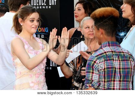 LOS ANGELES - JUN 20:  Joey King, Guest at the Independence Day: Resurgence LA Premiere at the TCL Chinese Theater IMAX on June 20, 2016 in Los Angeles, CA