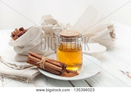recipes for home-made cosmetics made from honey and cinnamon