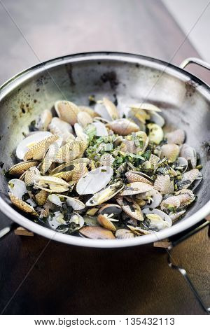 steamed fresh moules mussels in garlic lemon and olive oil portuguese traditional bulhao pato style