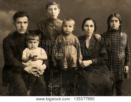 Family portrait people of all ages, circa 1912.